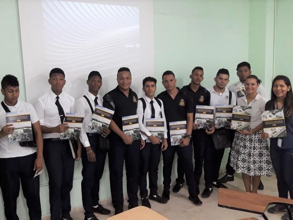Imagen de portada Instructores visitan colegios para promocionar oferta académica del ITSE