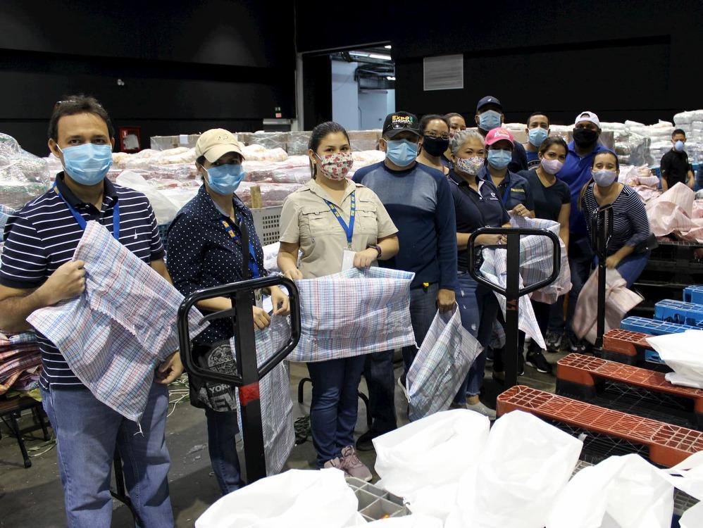 Imagen de portada Voluntarios del ITSE demuestran su solidaridad y apoyan en la creación de 30 mil bolsas de alimentos para familias con necesidad